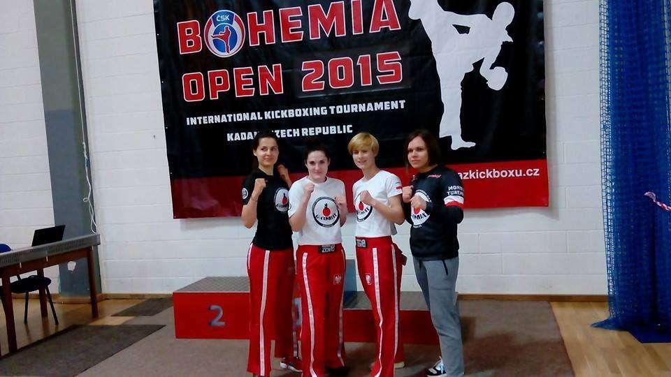 sztuki walki dla kobiet, treningi dla kobiet, kickboxing dla kobiet, grupa początkująca warszawa centrum, sporty walki dla kobiet warszawa ursynów